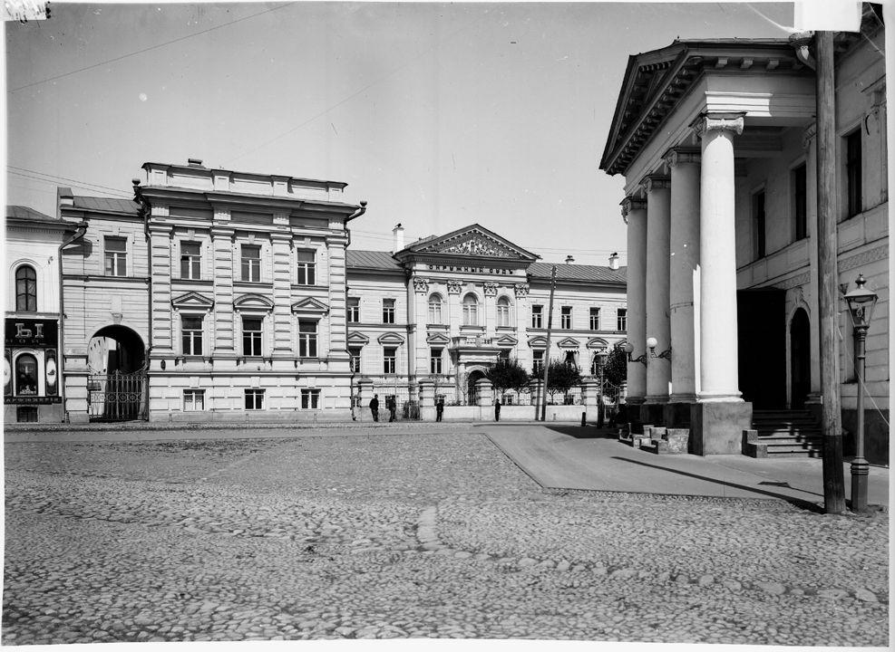 ниж.н  б.покровск ул в центре - окружн суд и дворян собр